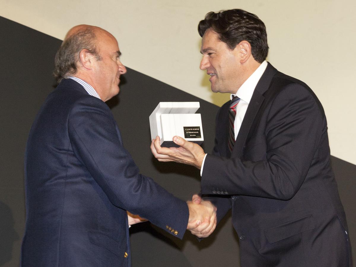 antonio-sanchez-y-luis-de-guindos-premios-especial-macael-2016