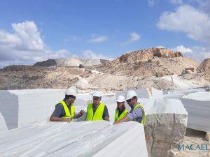 Pedro Salmerón visita las Canteras de 'Blanco Macael' para la continuación del proyecto de reconstrucción del Patio de Vélez-Blanco