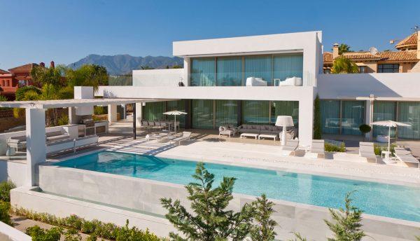 Villa in 'Blanco Macael' marble